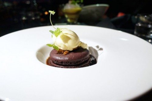 Jumbo Molten Chocolate Macaron