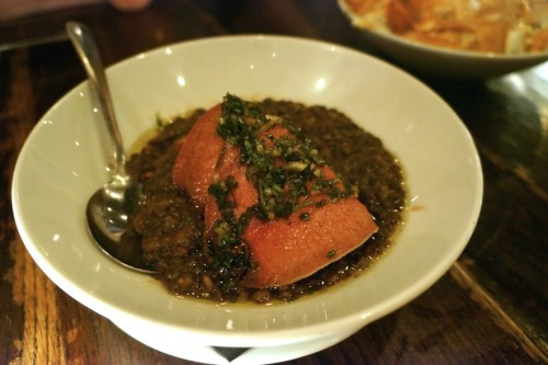 Lengua con Lentejas y Salsa Verde
